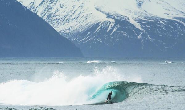 Natxo Gonzalex surfs in Iceland