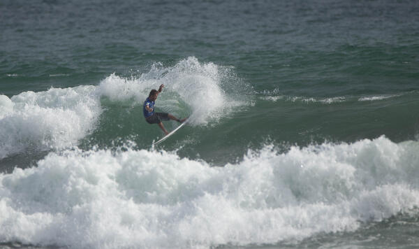 Victor Mendes (BRA) earning runner-up in his Round 2 heat at the Essential Costa Rica Open Pro QS3,000