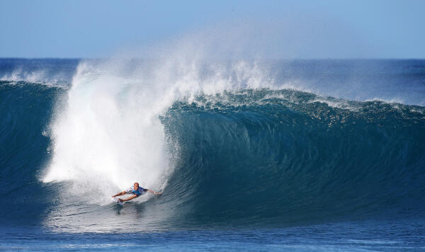 Kelly Slater and a classic approach at Pipeline.