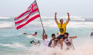 Ian Walsh gets chaired up the beach as the 2015 HIC Pro winner.
