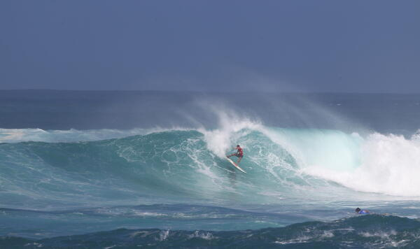 Ian Walsh (HAW) drops a 9.87, the day's highest scoring wave.