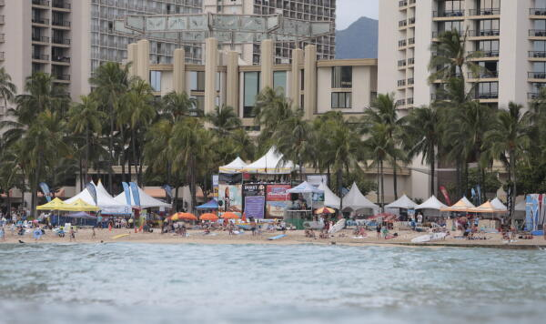 View of Kuhio Beach from the Queens lineup
