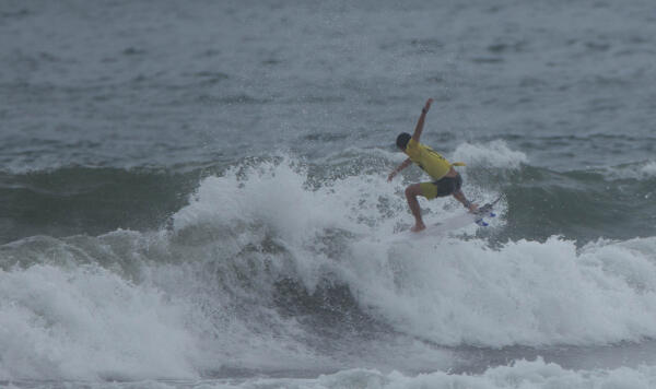 Lucca Mesinas (PER) earning a 9.43 and winning his Round 4 heat at the Essential Costa Rica Open Pro QS3,000