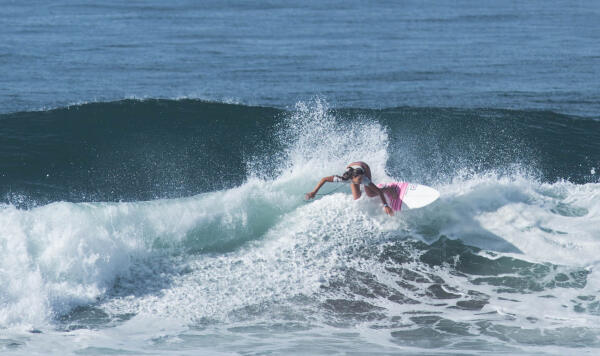 Bailey Nagy (HAW) winning her Round 2 heat at the Essential Costa Rica Open Pro QS3,000