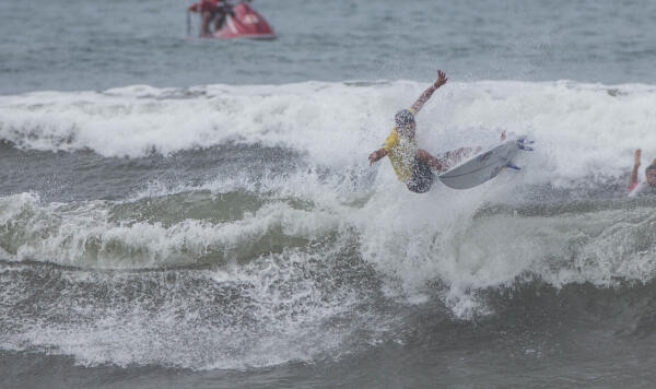 Marcos Correa (BRA) winning his Round 4 heat at the Essential Costa Rica Open Pro QS3,000