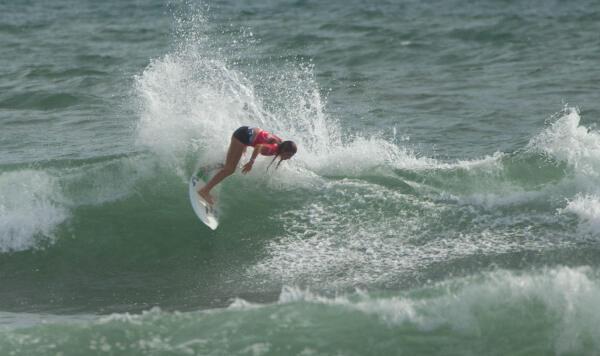 Melanie Giunta (PER) winning her Round 1 heat at the Essential Costa Rica Open Pro QS3,000
