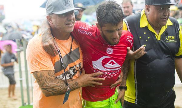 Filipe Toledo being taken to medics after his Semifinal injury.
