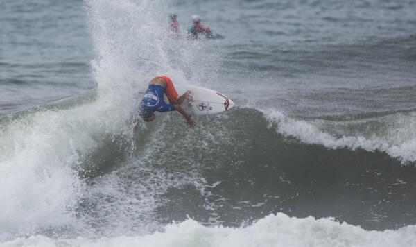 Luel Felipe (BRA) winning his Round 4 heat at the Essential Costa Rica Open Pro QS3,000