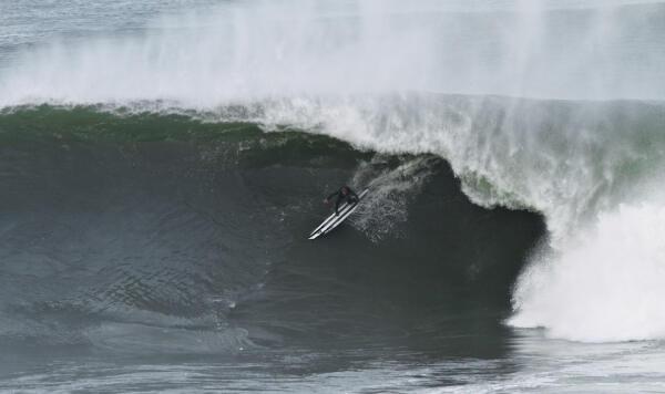 Natxo Gonzalez took a steep drop in Punta Roca.