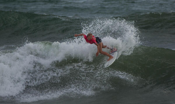 Kirra Pinkerton (USA) earned a Perfect 10 en route to winning her Round 1 heat at the Essential Costa Rica Open Pro QS3,000