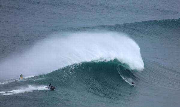 Andrew Cotton at Nazaré, Portugal on November 1, 2015 (A). Photo by Vitor Estrelinha. A TAG Heuer XXL Biggest Wave entry.